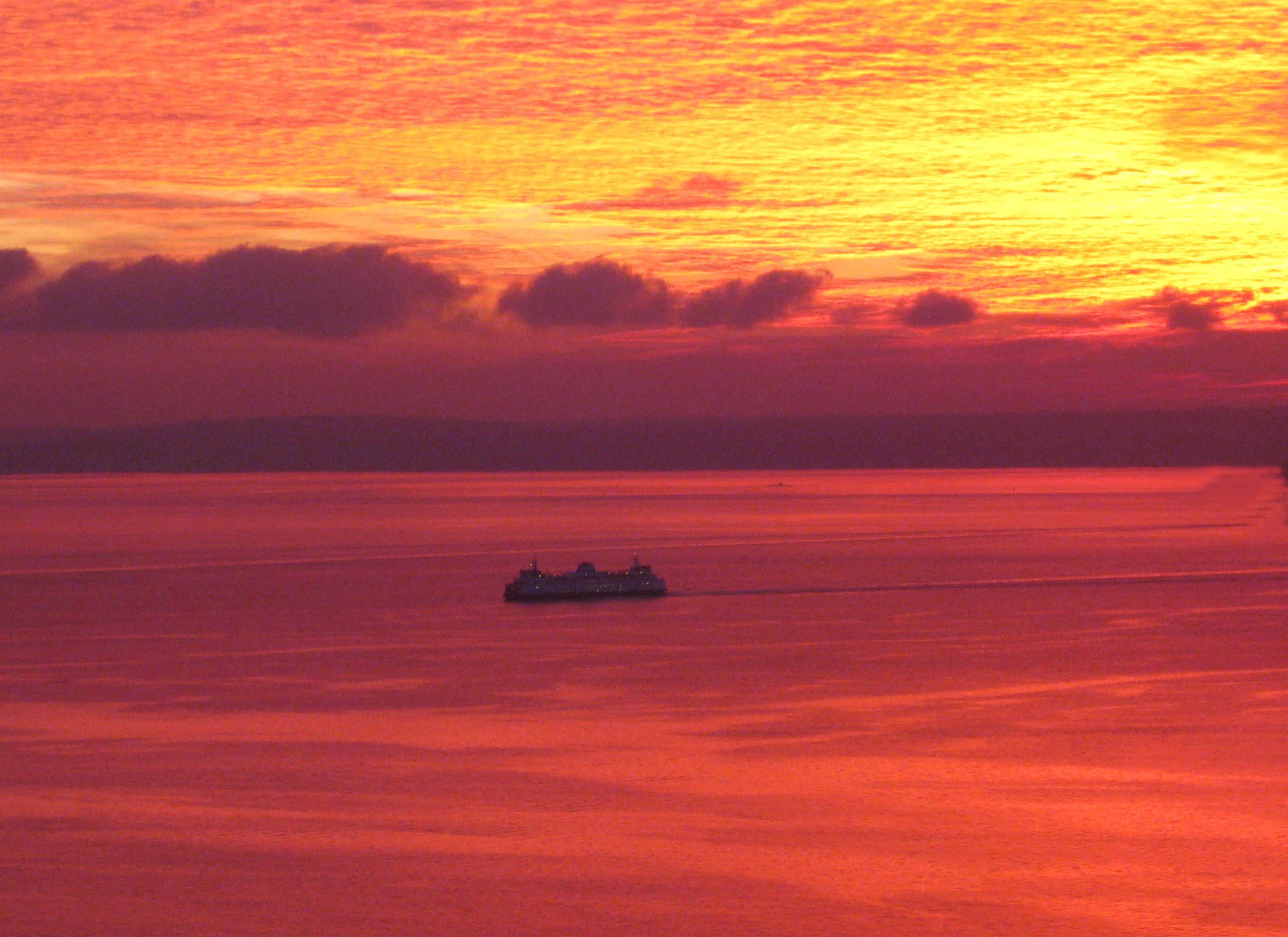 Ferryboat sunset, Seattle .(Photo: Helen Holter)