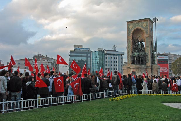 Demonstrators peacefully – but noisily – gather at Taksim Square in Istanbul, Turkey