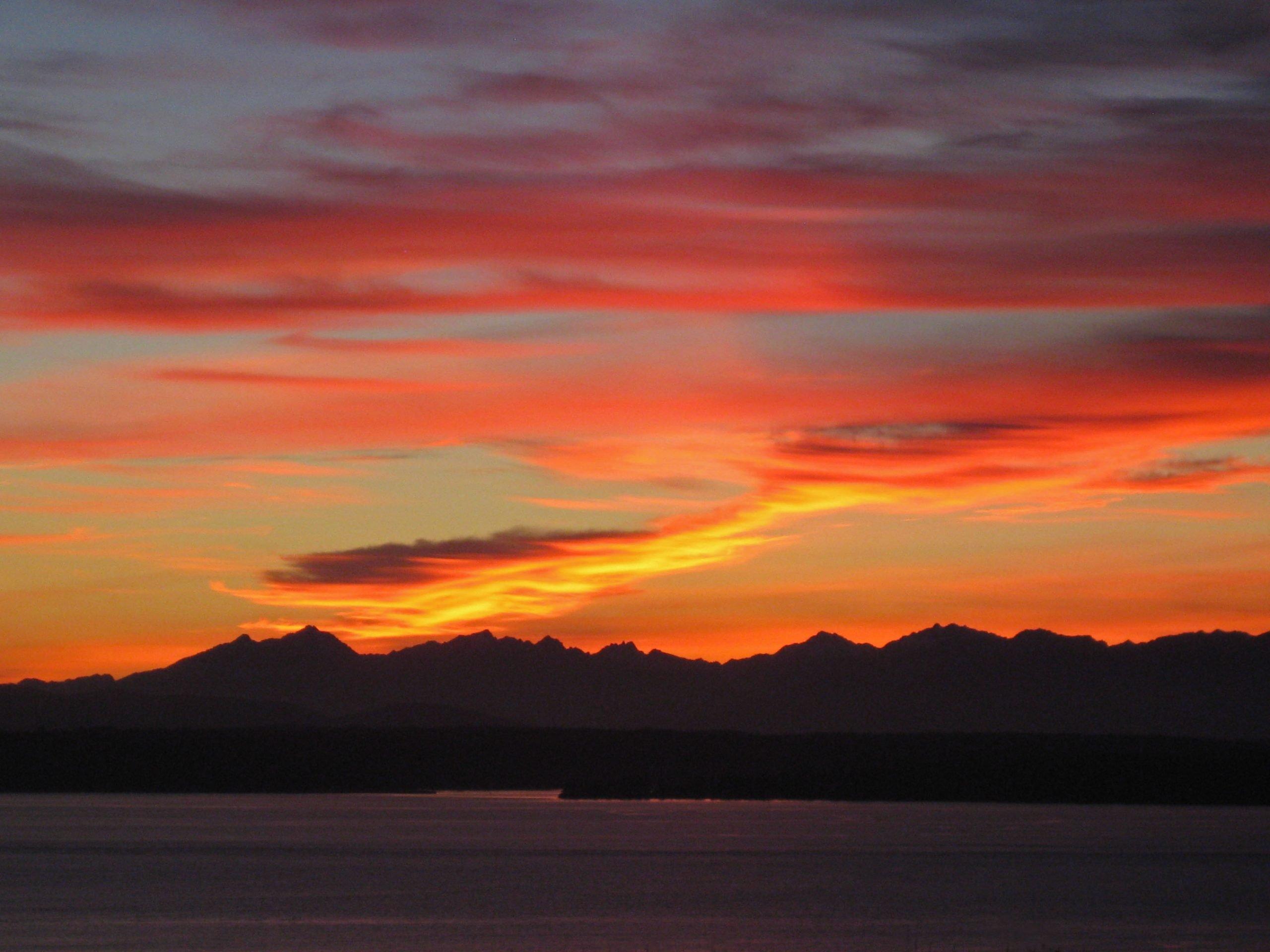 Seattle sunset, October 5, 2013 (Photo: Helen Holter)