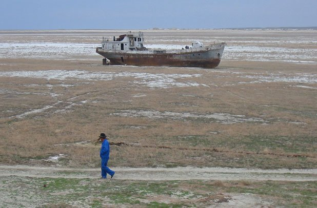 Orphaned ship in former Aral Sea in Karakalpakstan, Uzbekistan Photo credit: Public domain, Wikimedia Commons